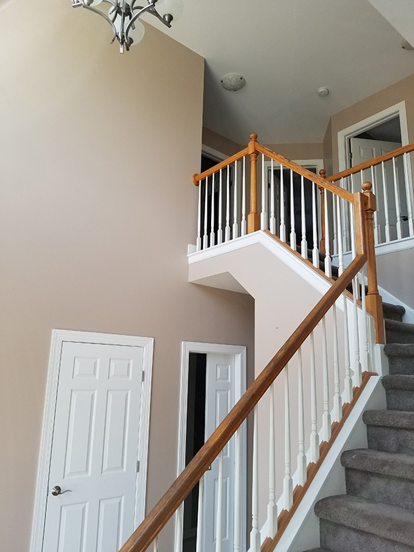 double story foyer with upper staircase-600w