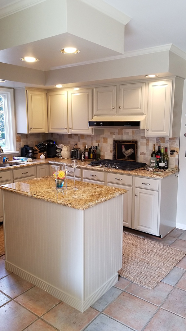 white cabinets with island-600w
